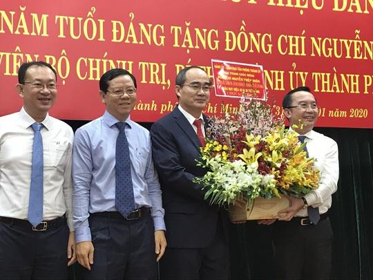Bí thư Nguyễn Thiện Nhân xúc động khi nhận huy hiệu 40 năm tuổi Đảng - Ảnh 4.