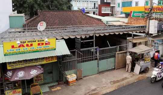 Di tích nhà cổ Vương Hồng Sển thoi thóp giữa TP HCM - Ảnh 1.