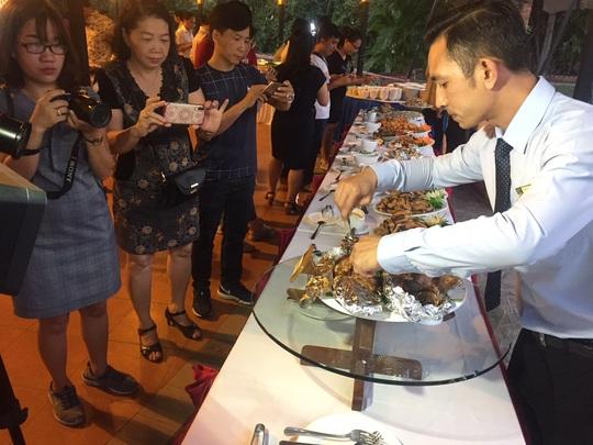 Ngỡ ngàng với bữa tiệc 40 món ăn từ cá tra - Ảnh 6.