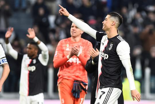 Ronaldo bắt kịp thành tích ghi bàn của Messi sau khi lập hat-trick vào lưới Cagliari - Ảnh 4.