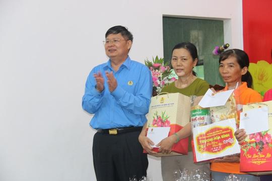 Phó Thủ tướng Thường trực Trương Hòa Bình tặng 400 suất quà Tết ở Quảng Nam - Ảnh 7.
