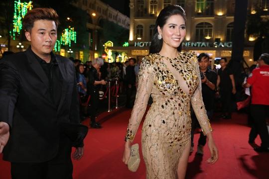 Những người đẹp gợi cảm trên thảm đỏ Mai Vàng 25 - Ảnh 9.