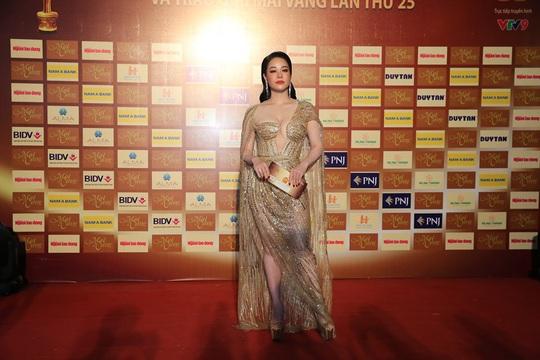 Những người đẹp gợi cảm trên thảm đỏ Mai Vàng 25 - Ảnh 7.