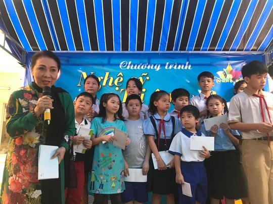 NSND Kim Cương dù bệnh vẫn trao quà Tết Nghệ sĩ tri âm - Ảnh 5.