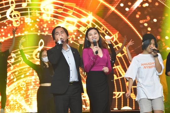 Nghệ sĩ tề tựu diễn tập Mai Vàng trước giờ G - Ảnh 3.