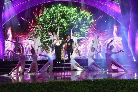 Nghệ sĩ tề tựu diễn tập Mai Vàng trước giờ G - Ảnh 1.