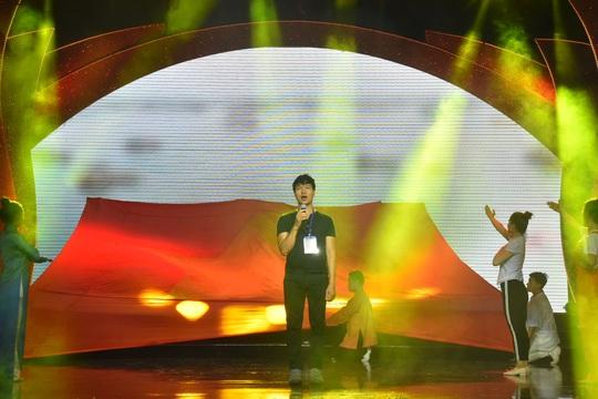 Nghệ sĩ tề tựu diễn tập Mai Vàng trước giờ G - Ảnh 12.