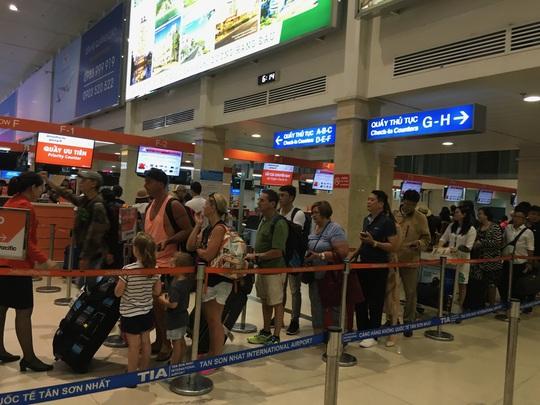 Gặp sự cố ở sân bay Tân Sơn Nhất dịp Tết Nguyên Đán, gọi số nào? - Ảnh 1.