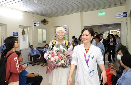 Từ bức thư của Thủ tướng, nữ sinh bị ung thư truyền cảm hứng về cuộc sống cho bệnh nhân - Ảnh 13.