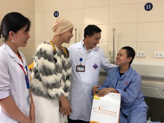 Từ bức thư của Thủ tướng, nữ sinh bị ung thư truyền cảm hứng về cuộc sống cho bệnh nhân - Ảnh 2.