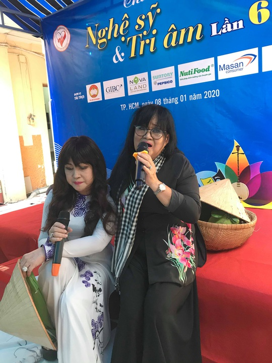 NSND Kim Cương dù bệnh vẫn trao quà Tết Nghệ sĩ tri âm - Ảnh 4.