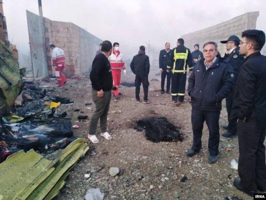 Rơi máy bay Boeing chở hơn 170 người ở Iran, không ai sống sót - Ảnh 3.