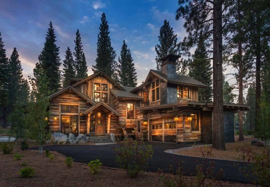 Ngôi nhà gỗ trên núi tuyệt đẹp, ai nhìn cũng mê - Ảnh 1.