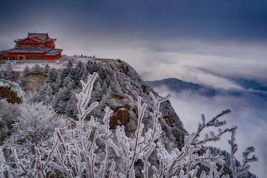 Tiên cảnh đậm chất kiếm hiệp trên núi Nga Mi mùa đông - Ảnh 1.