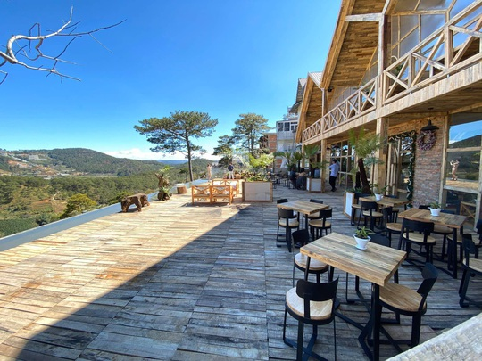 Du khách mê mẩn với quán cà phê phong cách Bắc Âu mới xuất hiện ở Đà Lạt - Ảnh 3.