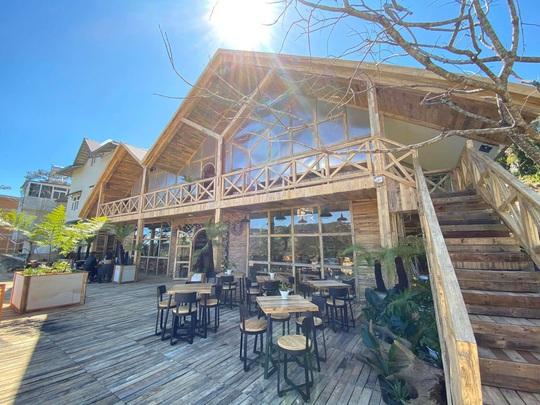Du khách mê mẩn với quán cà phê phong cách Bắc Âu mới xuất hiện ở Đà Lạt - Ảnh 4.