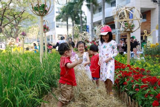 Hội hoa Xuân Phú Mỹ Hưng Tết Canh Tý 2020: Rước Lộc Đồng Hoa - Ảnh 6.