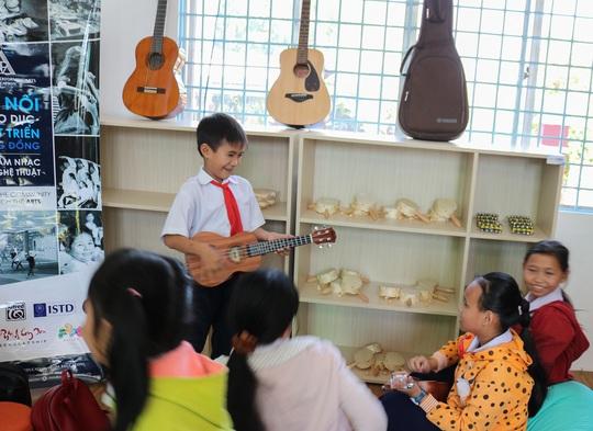 Không gian âm nhạc tại trường tiểu học vùng xa - Ảnh 1.