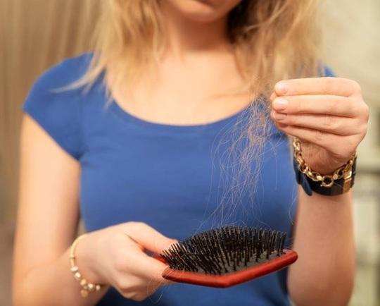 9 mẹo hô biến tóc mỏng, gãy rụng trở nên chắc khỏe - Ảnh 7.
