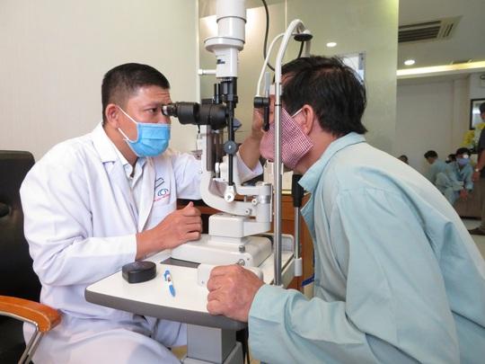 Khám và phẫu thuật Phaco miễn phí cho bệnh nhân nghèo - Ảnh 1.