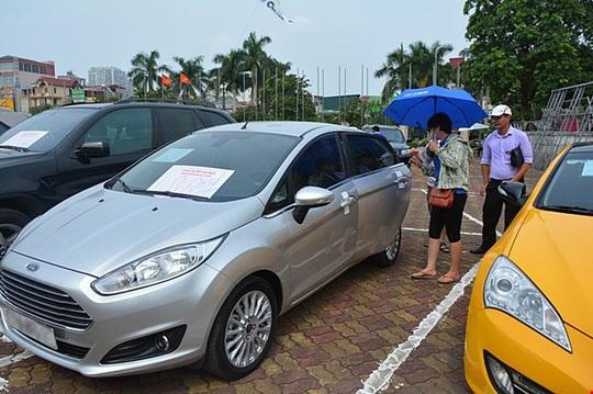 Ôtô đi nát vẫn bán được giá, lo Việt Nam là ốc đảo... xe cũ - Ảnh 1.