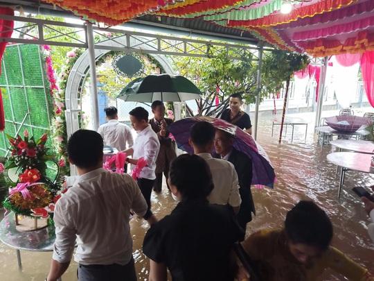 CIP: Xóm làng xứ Quảng giải cứu 55 mâm cỗ cưới bị ế do mưa lũ - Ảnh 5.