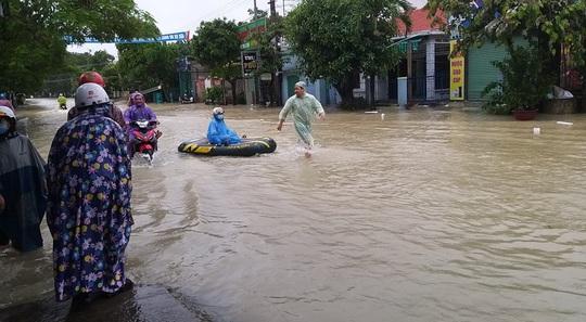 Mưa lớn, 3 thủy điện đang xả hơn 1.890 m3 nước/giây, Quảng Nam yêu cầu sơ tán dân - Ảnh 4.