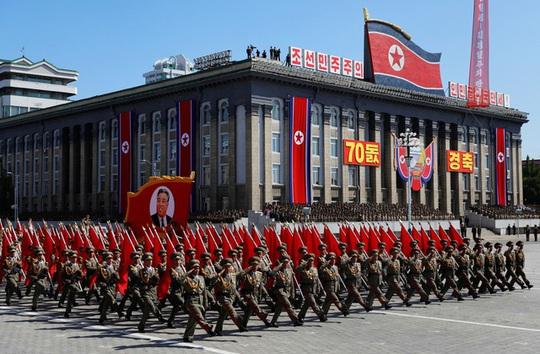 Triều Tiên âm thầm diễu binh từ lúc... chưa tới 4 giờ sáng? - Ảnh 2.