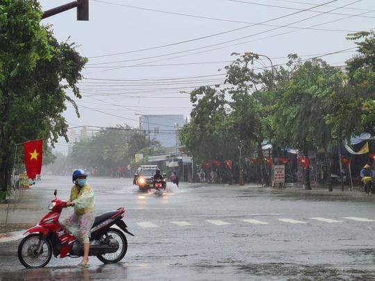 Bão số 6: Quảng Nam mưa to kèm gió mạnh, ngập lụt nhiều nơi - Ảnh 2.