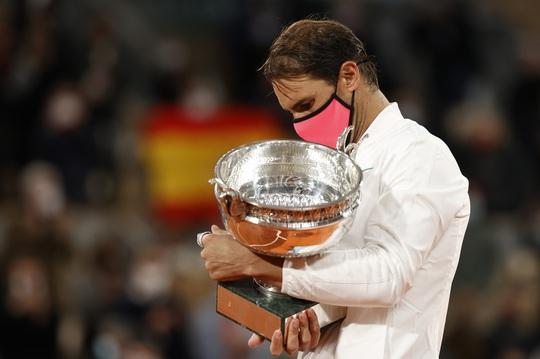 Novak Djokovic: Rafael Nadal xứng đáng là vua sân đất nện! - Ảnh 3.