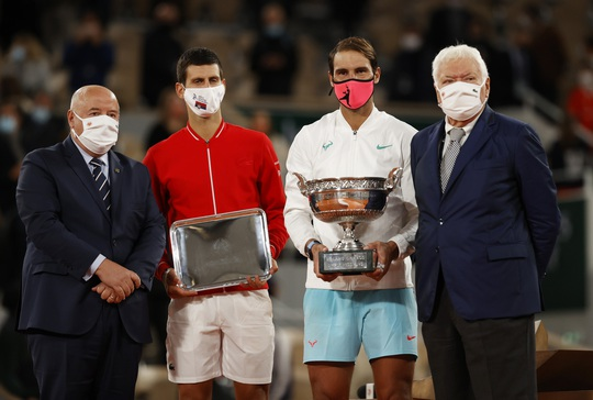 Novak Djokovic: Rafael Nadal xứng đáng là vua sân đất nện! - Ảnh 2.