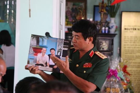 Đồng đội đặt tượng tưởng nhớ cố Đại tá phi công Nguyễn Văn Bảy - Ảnh 3.