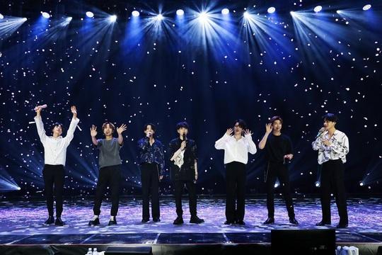 Hơn trăm triệu người cổ vũ nhóm BTS qua màn hình - Ảnh 2.