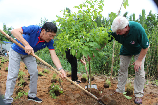 VWS trồng cây xanh và hoa trên đường vào Khu Liên hợp Xử lý chất thải Đa Phước - Ảnh 5.