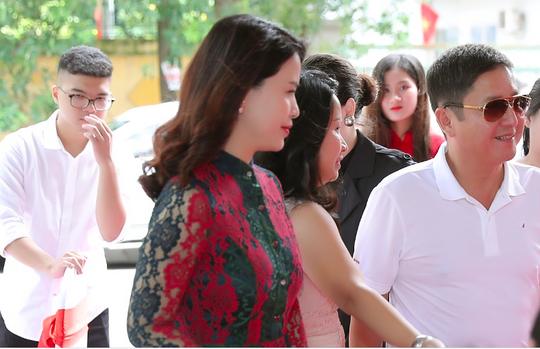 NSƯT Chí Trung tháp tùng bạn gái Ý Lan dự sự kiện - Ảnh 4.