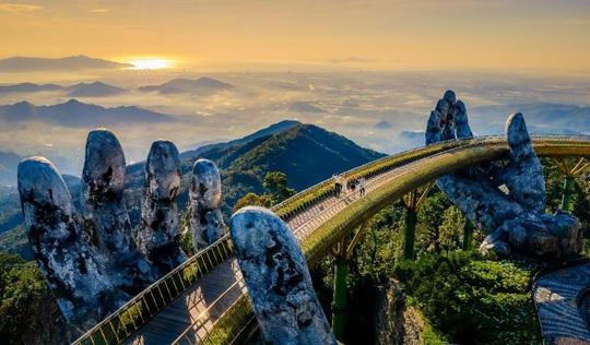 Khoảnh khắc đẹp lạ lùng của Cầu Vàng trong đêm nhạc quốc tế United We Stream Asia - Ảnh 4.