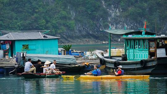 Mùa thu vàng khua mái chèo kayak trên vịnh Hạ Long - Ảnh 5.