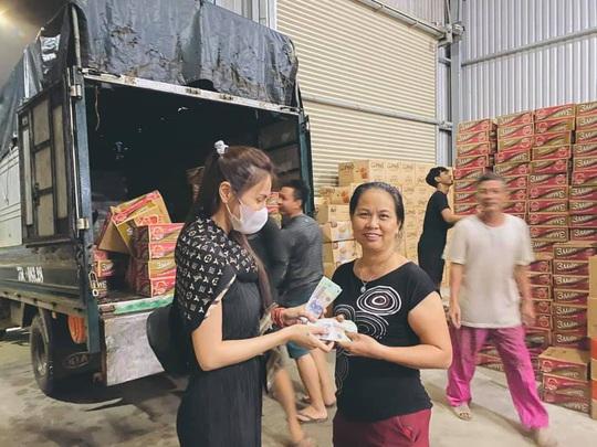 Thủy Tiên kêu gọi hơn 8 tỉ đồng hỗ trợ người dân miền Trung khắc phục hậu quả bão lũ - Ảnh 1.