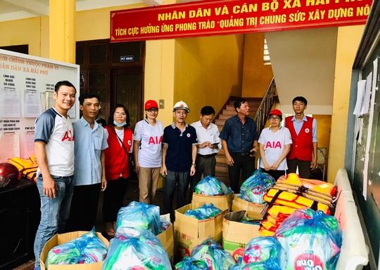 AIA Việt Nam đồng hành và hỗ trợ người dân vùng lũ miền Trung - Ảnh 5.