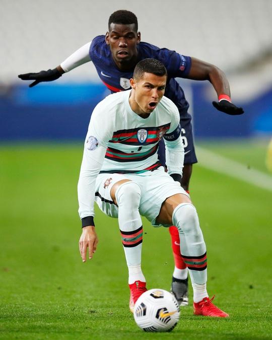 Ronaldo mắc Covid-19: Lộ nguy cơ lây nhiễm hàng loạt - Ảnh 3.