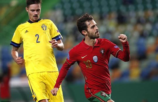 Tân binh Liverpool lập công, Bồ Đào Nha mở đại tiệc chiến thắng tặng Ronaldo - Ảnh 3.