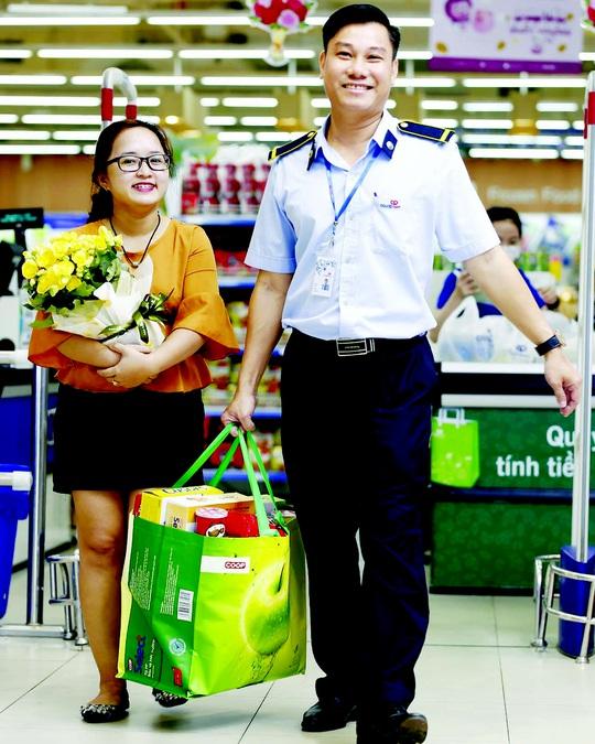 Nhiều khuyến mãi cho khách hàng nữ nhân ngày 20-10 - Ảnh 1.