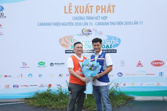 CLB Doanh nhân 2030 tặng 2,2 tỉ đồng cho học sinh tỉnh Bình Định - Ảnh 2.