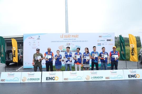 CLB Doanh nhân 2030 tặng 2,2 tỉ đồng cho học sinh tỉnh Bình Định - Ảnh 1.