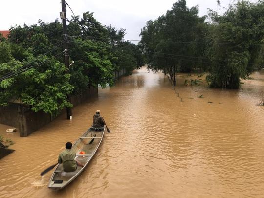 Lũ chồng lũ, 11.000 nhà dân ở Quảng Bình lại ngập chìm trong nước - Ảnh 1.