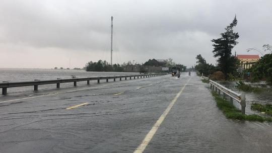 Lũ chồng lũ, 11.000 nhà dân ở Quảng Bình lại ngập chìm trong nước - Ảnh 8.