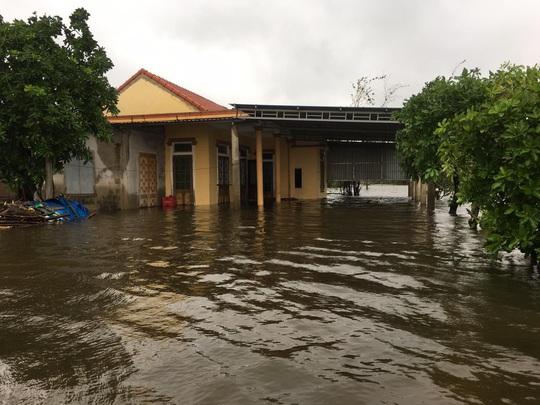 Lũ chồng lũ, 11.000 nhà dân ở Quảng Bình lại ngập chìm trong nước - Ảnh 4.