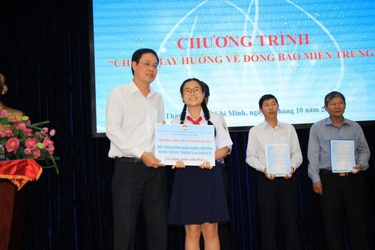 Thêm 7,7 tỉ đồng tiền và hàng cứu trợ cho đồng bào miền Trung - Ảnh 2.