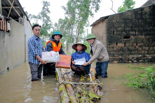 Cùng Báo Người Lao Động đi qua xứ ngập lụt Quảng Bình - Ảnh 1.