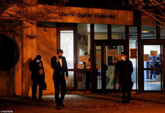 Điều tra khủng bố sau khi giáo viên bị chặt đầu gần Paris - Ảnh 2.